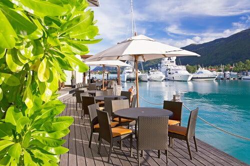 מסעדה בנמל ליד המרינה היפה באי אדן, סיישל